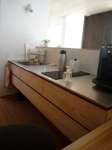 壁固定のキッチン
